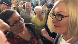 """Atak na kobiety, które rozwinęły na spotkaniu z Morawieckim napis """"Nie kłam!"""""""