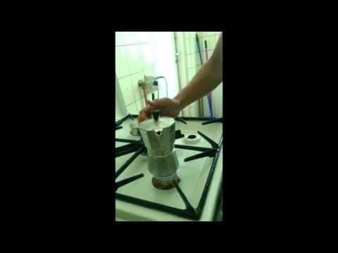 Espresso kavos gaminimas itališku Cafeteria prietaisu