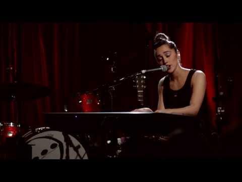 singer songwriter - Tess Henley's winning performance of