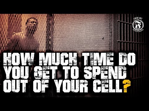 How much time do you get to spend out of your cell? - Prison Talk 15.5 (видео)