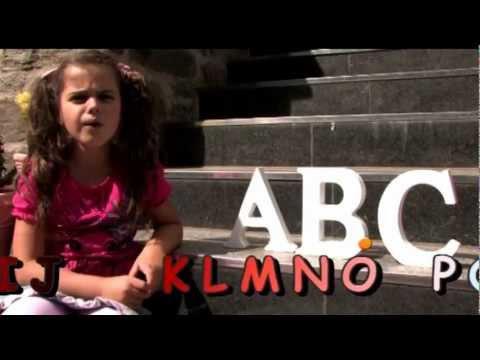 Der ABC-Song ist speziell für alle Vorschulkinder und neuen ABC-Schützen zum selber Mitsingen gedacht. Viel Spaß also beim Lernen des Alphabets mit Sissi!