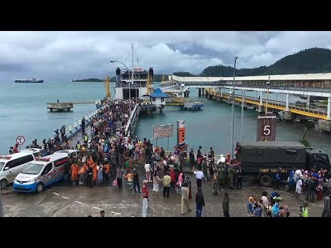 Indonesien: Behörden evakuieren nach dem Tsunami Küstenge ...