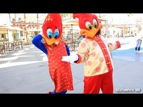 [HD] Woody Woodpecker & Winnie in Chinese Costume - Lunar New Year - Universal Studios Hollywood
