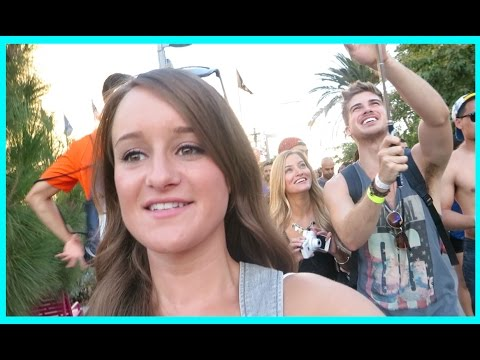 Festival - Went to the Made in America music festival and had fun. YAY! Previous video: https://www.youtube.com/watch?v=2IPg66K4AN4 Playlist: https://www.youtube.com/playlist?list=PLHGmijMTrzfj0vJMkacdjCULrXa...