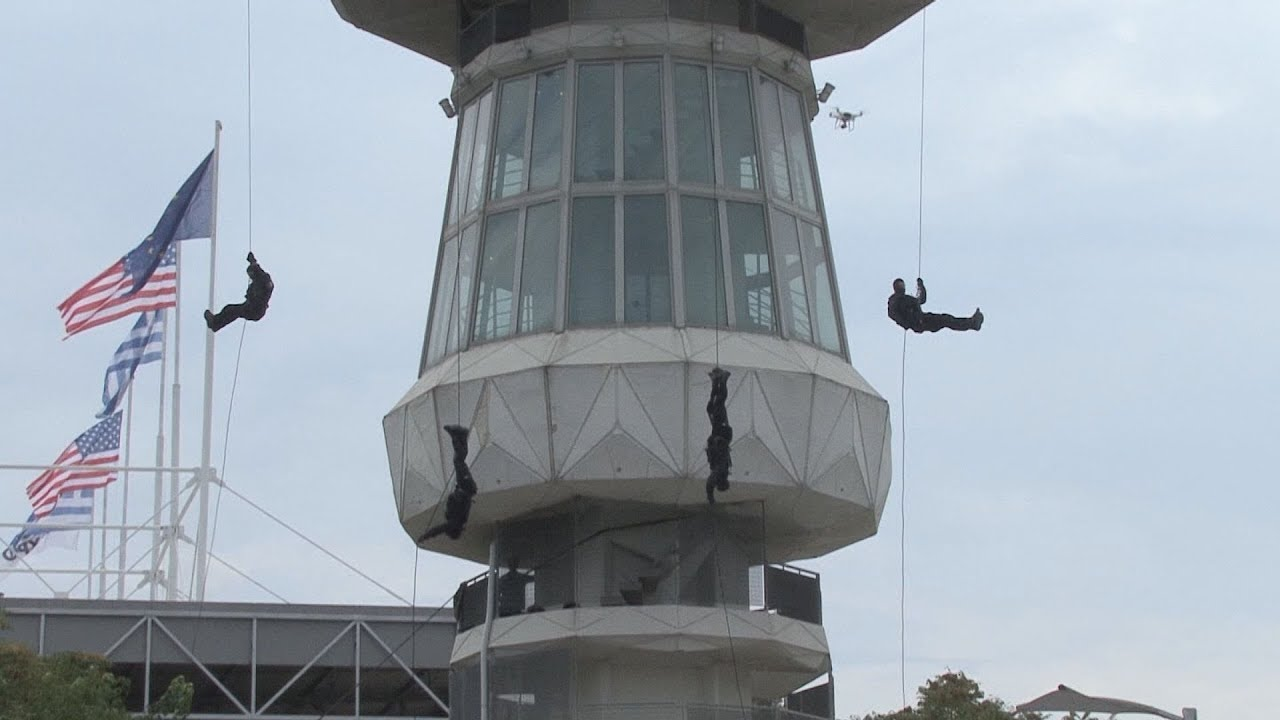 Εντυπωσιακή επίδειξη καταρρίχησης ομάδας της ΕΚΑΜ από τον Πύργο του ΟΤΕ