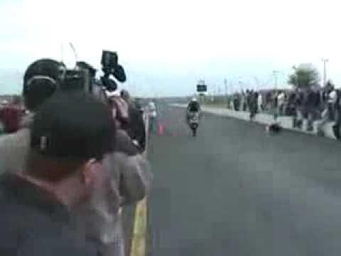 Acrobacia con la motocicleta falla