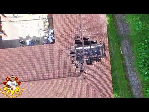Favelacop sobrevoando a Escola Raízes do Pau Brasil queimada