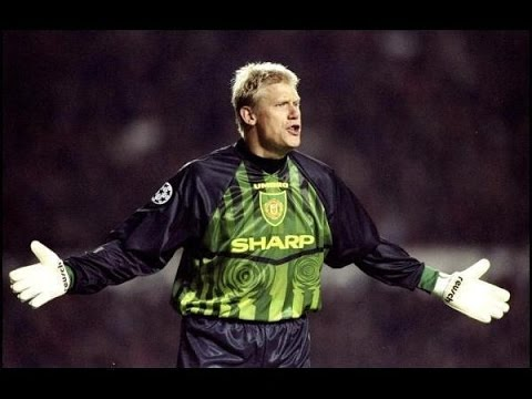 Peter Schmeichel ● Best Saves ● The Hero (видео)