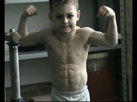 他才9歲,肌肉已經練成這樣子,但是這麼小練成這樣真的好嗎?!