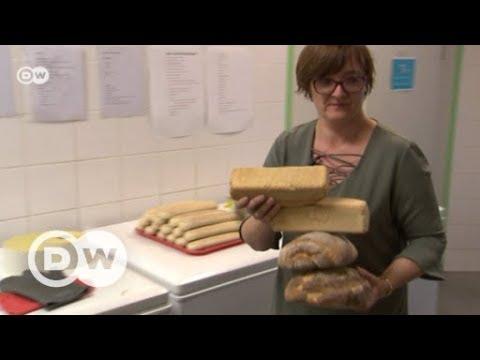Bier aus altem Brot - gegen die Brot-Verschwendung | DW ...
