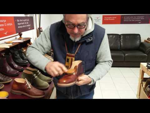 Gigi insegna ad ingrassare le scarpe