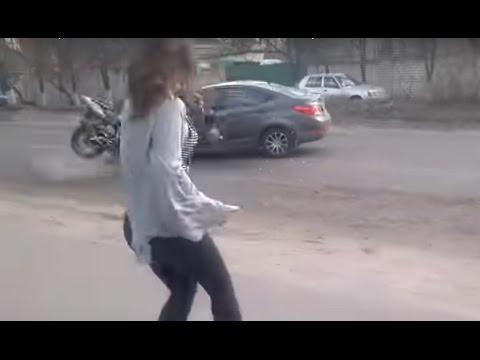 Водитель отвлекся на танцующую девушку