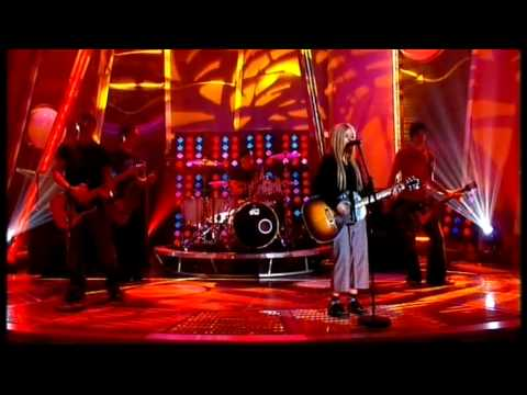 Avril Lavigne – Nobodys Home – Live @ Saturday Night Takeaway [09.10.2004] [HQ]