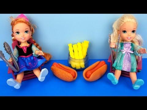 Barbecue ! Elsa and Anna toddlers - BBQ contest - Barbie - ketchup - hotdog burgers - picnic - food