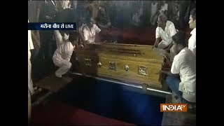 Video Karunanidhi Funeral: DMK patriarch M Karunanidhi laid to rest at Marina Beach MP3, 3GP, MP4, WEBM, AVI, FLV Agustus 2018