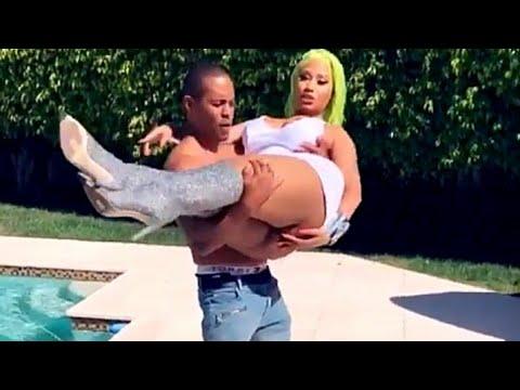 Nicki Minaj Live Wardrobe Malfunction Flashing Pussy Megatron