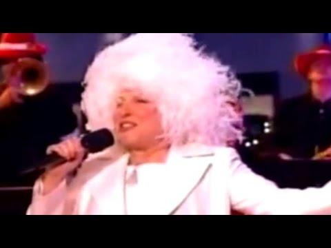 Bette Midler - Cool Yule (Music Video)