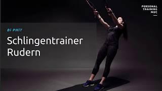 Personal Trainerin Rosi zeigt eine Grundübungen des funktionellen Krafttrainings: Das Rudern mit einem Schlingentrainer.