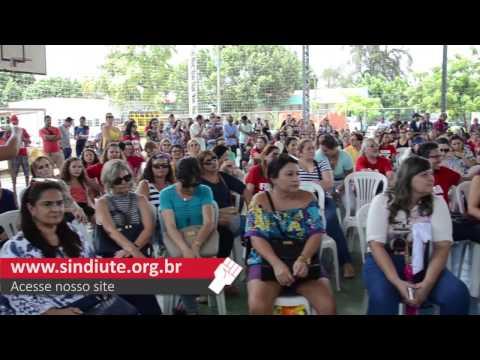 A professora Ana Cristina fala da lista de estados em greve.