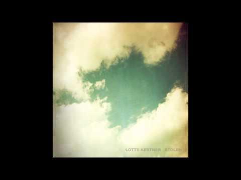 Tekst piosenki Lotte Kestner - Falling Snow po polsku