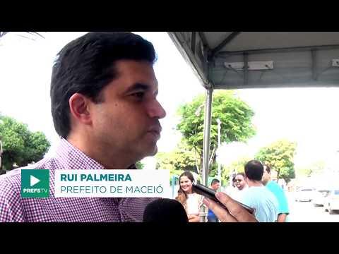 Rui Palmeira entrega praça revitalizada em Ipioca
