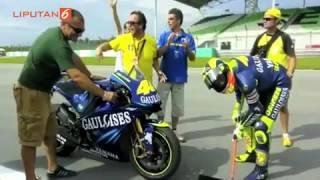 Video Uniknya Selebrasi Valentino Rossi dan Mobil Formula 1 Ini MP3, 3GP, MP4, WEBM, AVI, FLV Desember 2018
