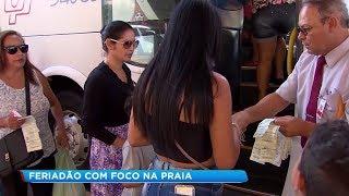 Brasileiros aproveitam o feriado prolongado para viajar e praia é um dos principais destinos