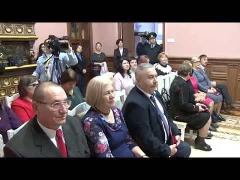 Președintele țării a înmînat înalte distincții de stat unor profesori din Republica Moldova