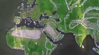 La géante carte du monde du lac Klejtrup au Danemark