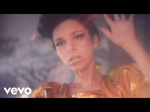 No Me Voy A Morir - Belanova (Video)