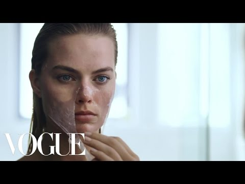 Margot Robbie  s Beauty Routine Is Psychotically