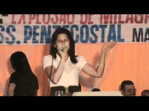 Erlandia Ferreira  cantando no segundo exploso de milagres