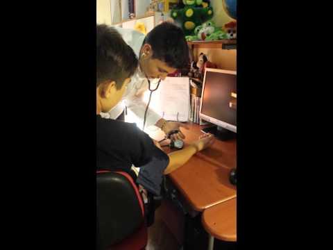 Spiegazione sull'utilizzo dello sfigmomanometro