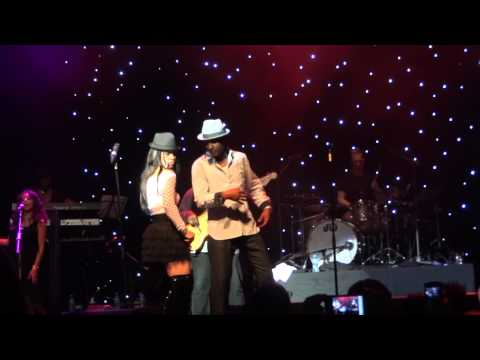 JEFFREY DANIELS OF  SHALAMAR MOON  WALK /NIGHT TO REMEMBER 29 10 11