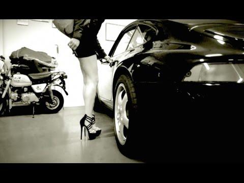 Fast Driving Girls Speedqween In Porsche 911