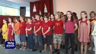 Brezhoneg raok d'Alan Stivell chanté par les élèves CE et CM de l'école Diwan an Oriant pour le spectacle de fin d'année scolaire 2011.