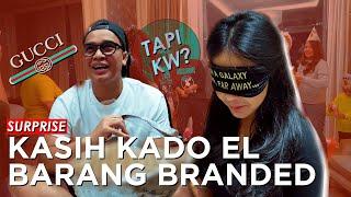 Video Kasih kado ke elvia barang  branded tapi KW??? #2 MP3, 3GP, MP4, WEBM, AVI, FLV September 2019