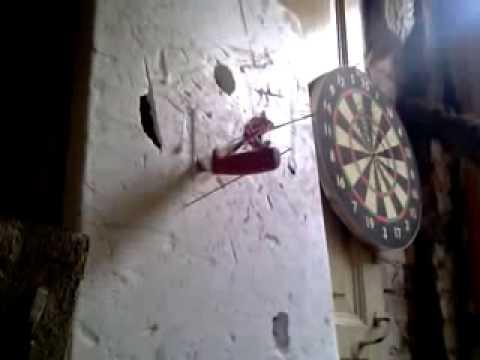 En Rusia se juega a los dardos de una forma muy curiosa