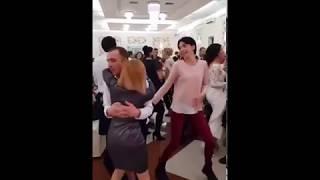 Koleś napalił się na taniec z inną na weselu, wtedy do akcji wkracza żona