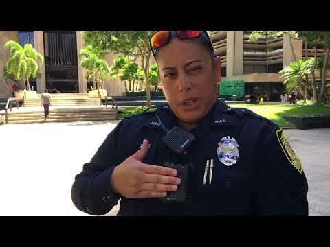 Honolulu police officers deploy body cams