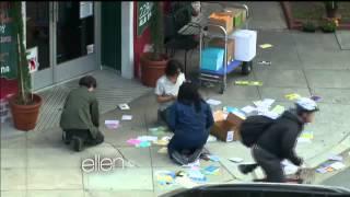 An Ellen Audience Member Plays 'Cash for Kindness'349