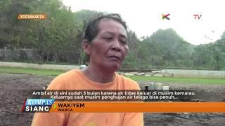Musim kemarau di kabupaten Gunungkidul, Yogyakarta menyebabkan puluhan ribu warga mengalami kekurangan air bersih. Warga bahkan terpaksa membeli air untuk mencukupi kebutuhan sehari-hari.