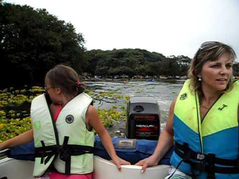 Andando de lancha no lago da Itaipu em São Miguel