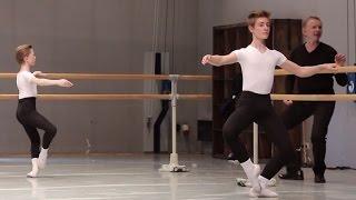 Danse classique barre gar ons 12 13 ans ballet boys for Hauteur barre danse classique