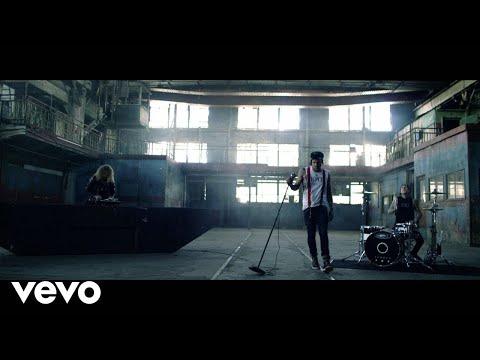 Yelawolf Ft. Travis Barker & Juicy J  - Punk