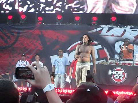 Waka Flocka Flame - Hard In Da Paint (Live @ Hot 97 Summer Jam 2011)