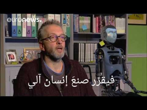 العرب اليوم - شاهد: إنسان آلي في بطولة عرض مسرحي