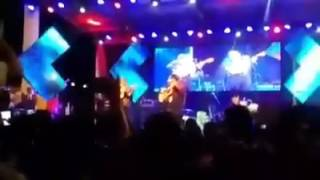 Vergonzosa actitud de Onofre Paz en plena actuación de Los Manseros Santiagueños