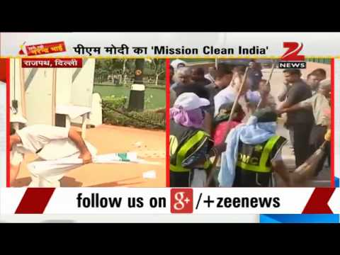 PM Modi takes pledge for clean India at India Gate 02 October 2014 05 PM