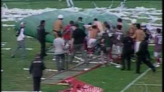 Confusão e briga generalizada depois do final do último jogo do Brasileirão 2009 que levou o Coritiba a 2ª Divisão... Cenas de barbarie e descontrole geral...